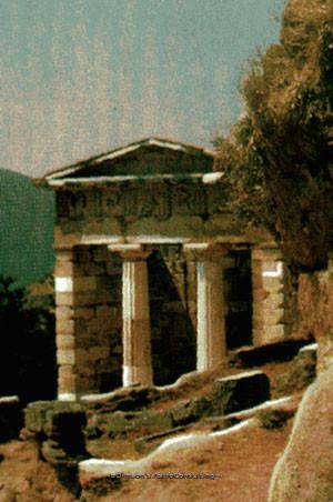 Рис. 15. Храм вДельфах.