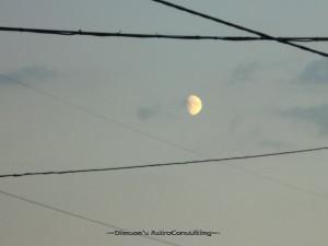 Луна в проводах
